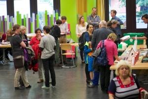 Die 1. Berliner Mietermesse mit offizielle Eröffnung durch eine Expertenrunde mit anschließender Podiumsdiskussion in der Ernst – Reuter – Schule